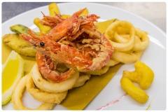 Frittura gamberi e calamari in tempura leggera