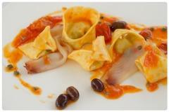 Cappellacci spada capperi olive e pomodorini del piennolo